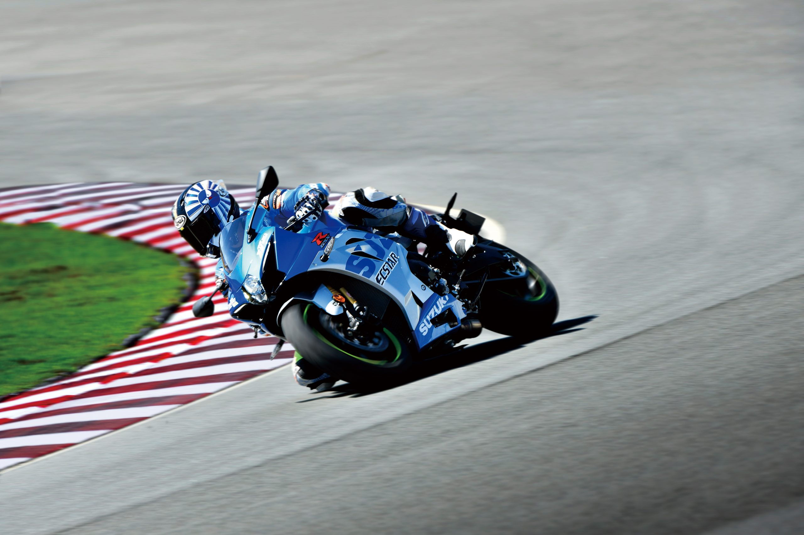 GSX-R1000RZAM1_action07-scaled